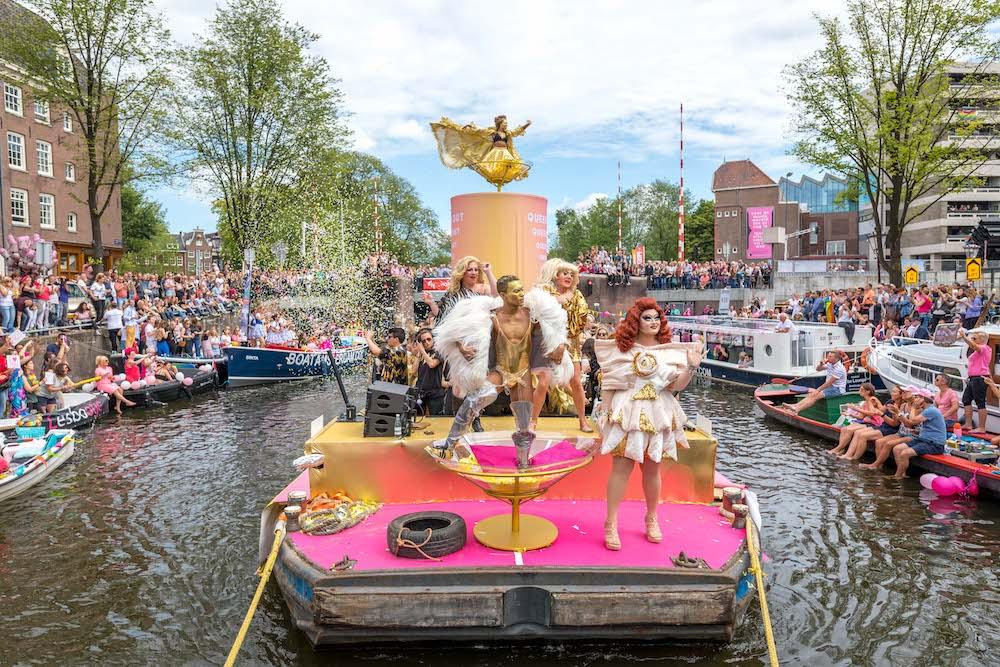 W-Amsterdam_Gay-Pride_Canal-Parade-150