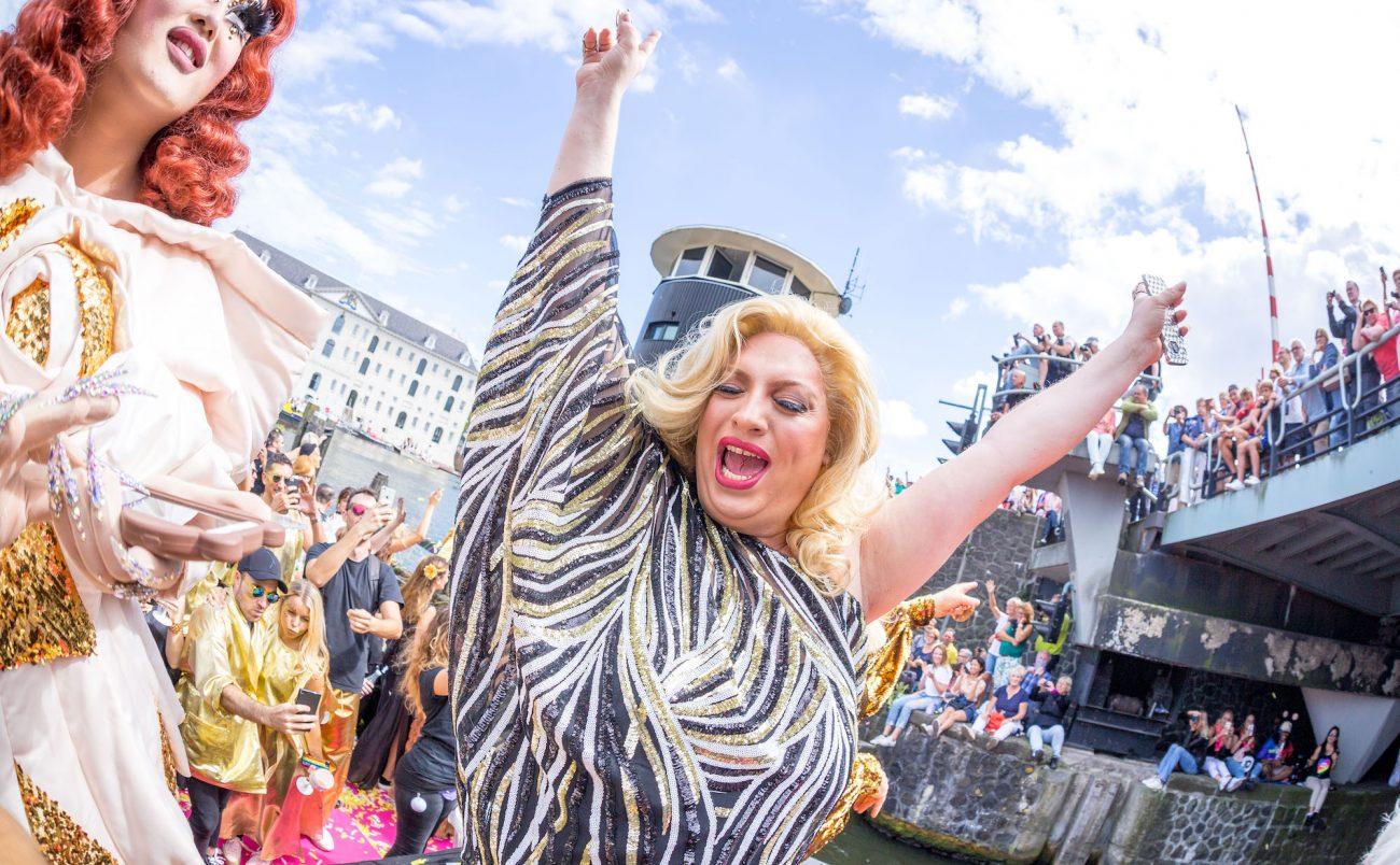 W-Amsterdam_Gay-Pride_Canal-Parade-136