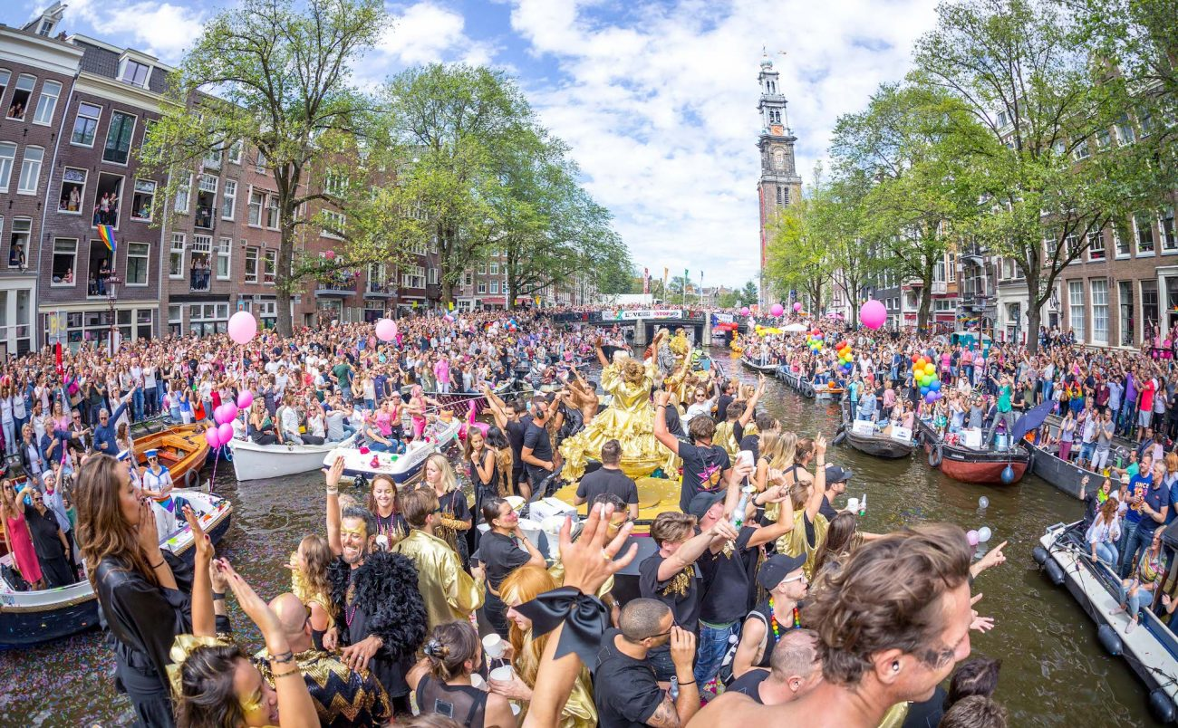 W-Amsterdam_Gay-Pride_Canal-Parade-230