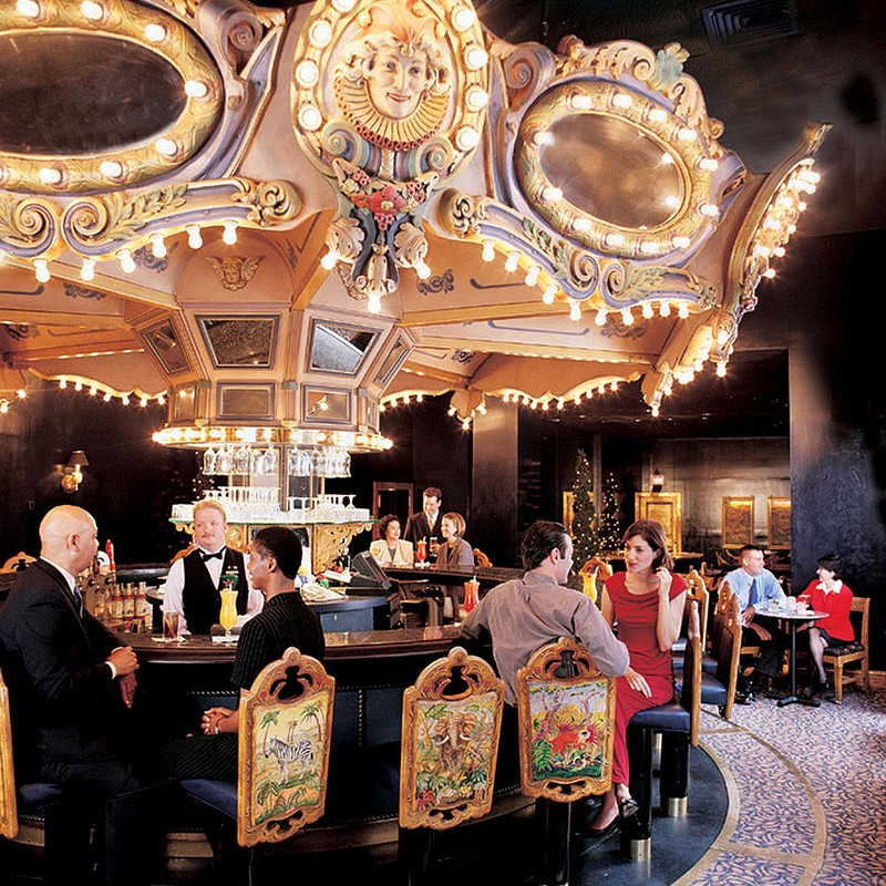 800px-Carousel_Bar_interior1