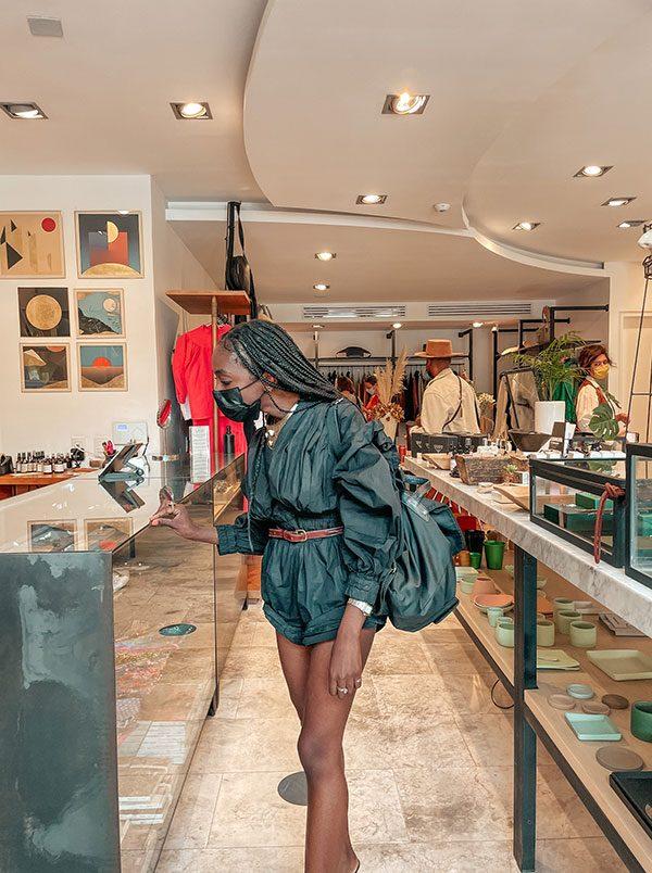 Nneya-Shopping-at-Lago-DF